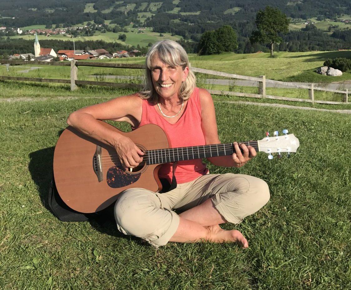 mit Gitarre am Samerberg